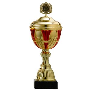 Gouden trofee met rode details in het bovenstuk