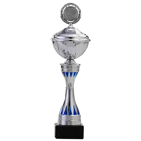 Zilveren trofee met blauwe tandjes als detailles