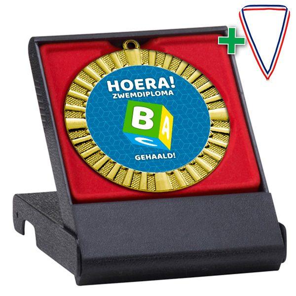 Hoera Zwemdiploma B cadeau in geschenkdoosje-rood